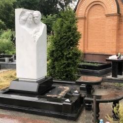 Уборка могилы. Байковое кладбище. После