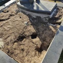Облагораживание могилы перед Пасхой. Южное кладбище. До