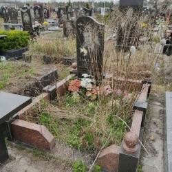 Уборка могилы перед Пасхой. Южное кладбище. До
