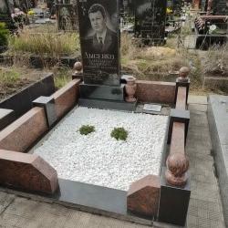 Уборка могилы перед Пасхой. Южное кладбище. После