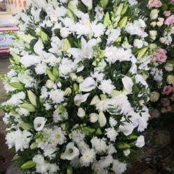 Ритуальный венок из живых цветов_17