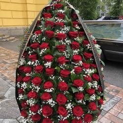 Ритуальный венок из живых цветов_1
