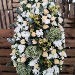 Ритуальный венок из живых цветов_19
