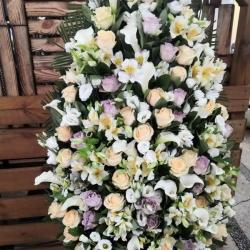 Ритуальный венок из живых цветов_23