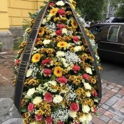 Ритуальный венок из живых цветов_2