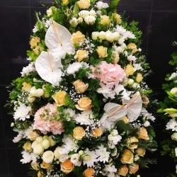 Ритуальный венок из живых цветов_34