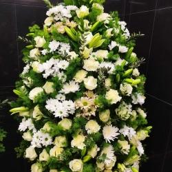 Ритуальный венок из живых цветов_35