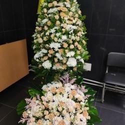 Ритуальный венок из живых цветов_37