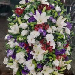 Ритуальный венок из живых цветов_38