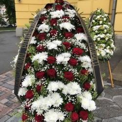 Ритуальный венок из живых цветов_3