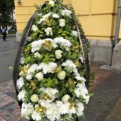Ритуальный венок из живых цветов_4