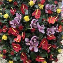 Ритуальный венок из живых цветов_10